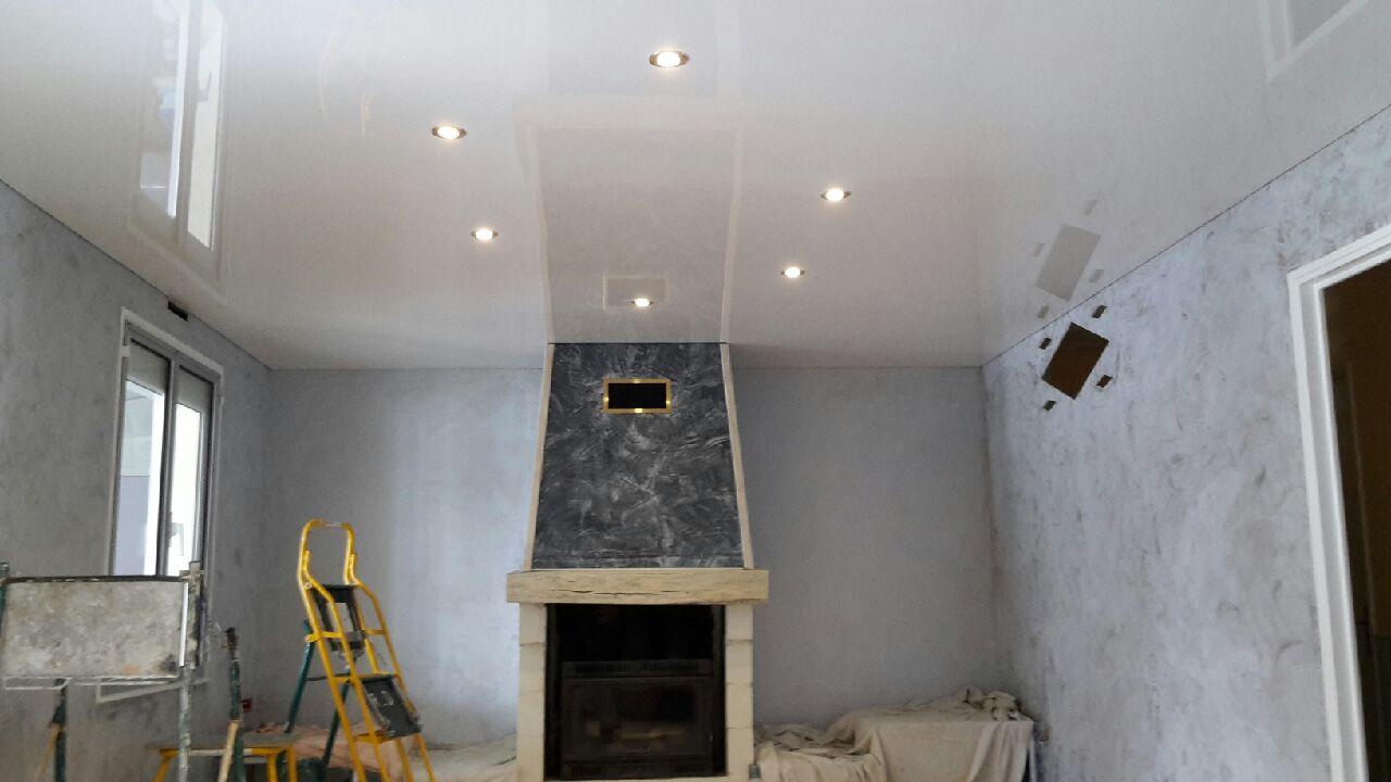 Plafond tendu laqu blanc lys steve robert peinture - Peinture blanc laque brillant ...