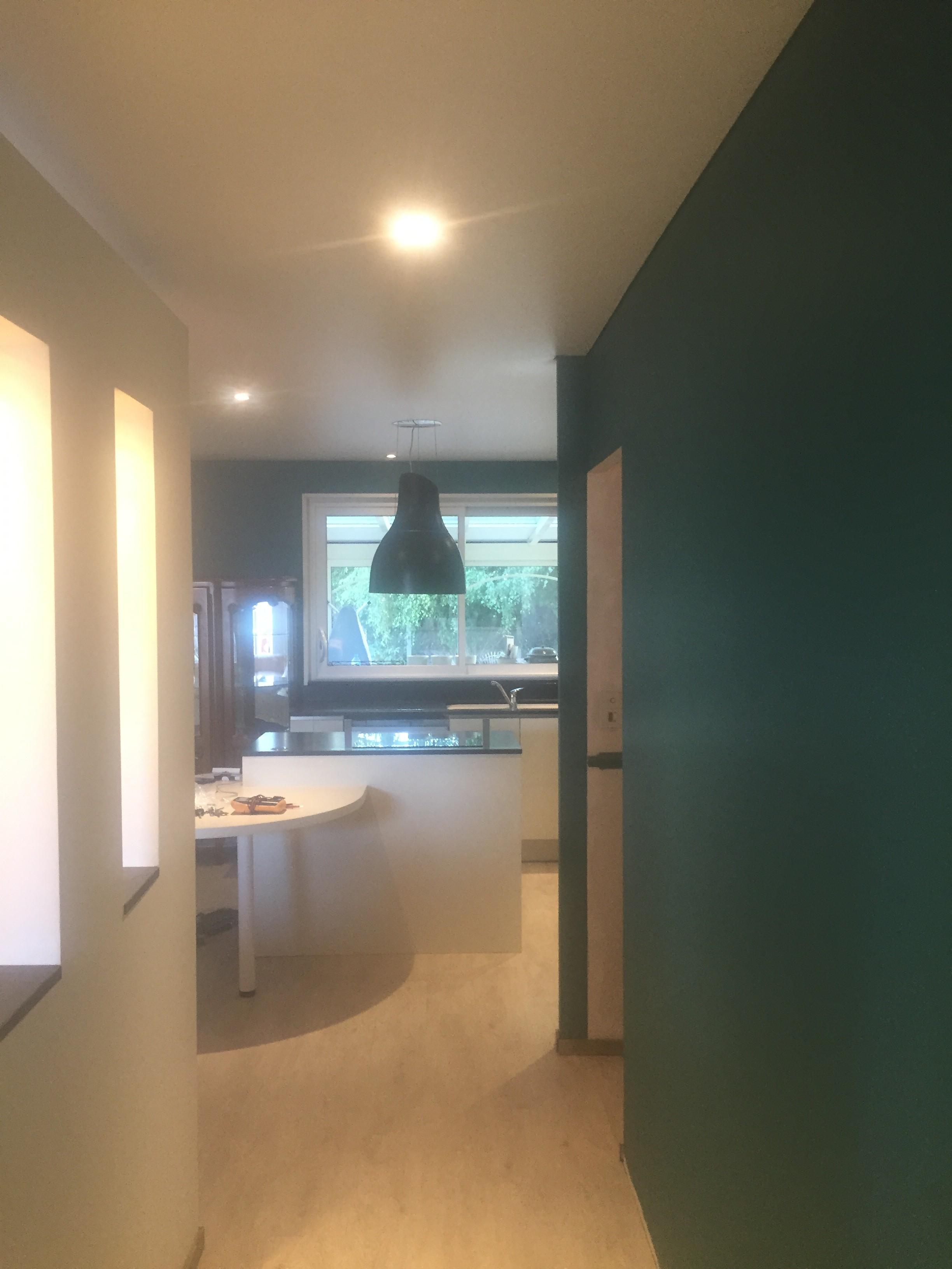 Plafond tendu mat avec spots hotte de cuisine et for Pose hotte cuisine